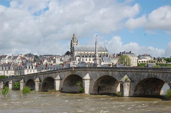 Traversée de Blois en calèche